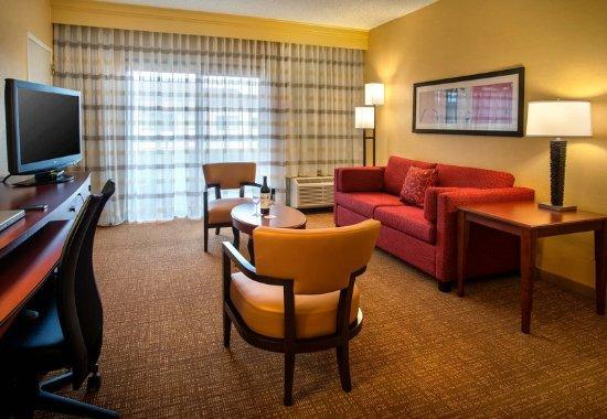 Wayne, PA: Double/Double Suite Living Area