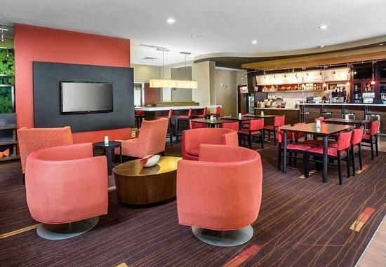 Peoria, IL: The Bistro & Lounge Area