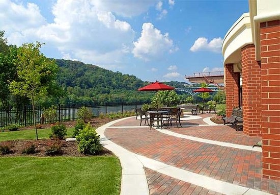 Homestead, PA: Courtyard Area