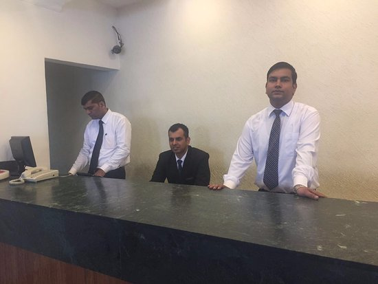 Parwanoo, الهند: Inhuman front staff