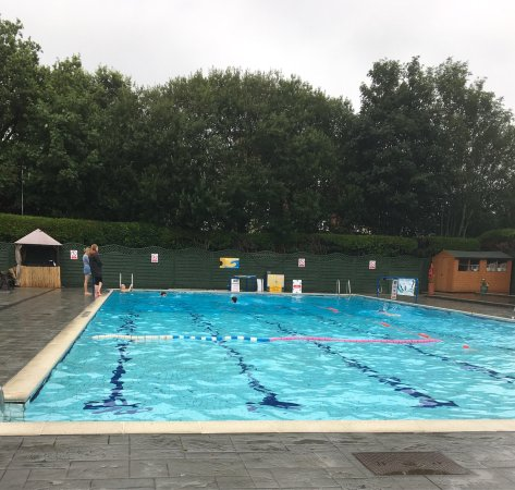 Petersfield outdoor air swimming pool 2019 all you need - Bangsar swimming pool opening hours ...