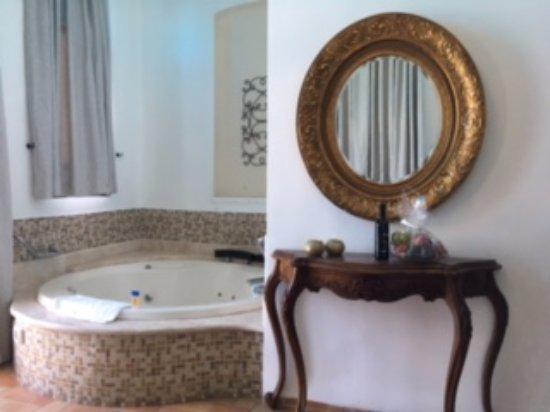 Shirat Hayam Boutique Hotel: gorgeous jacuzzi