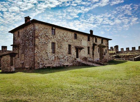 Лонато-дель-Гарда, Италия: Nella rocca (Museo ornitologico e sala conferenze)
