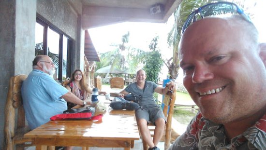 Skip's Beach Resort: Undercover photo op