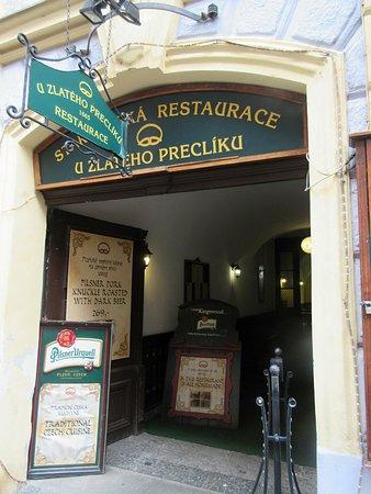 Restaurace U Zlateho Precliku : Restaurace U zlatého preclíku