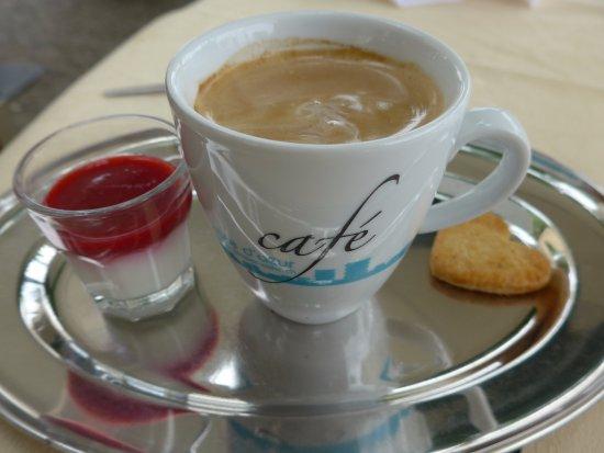 Lugnorre, Switzerland: Kaffee mit Pana Cota