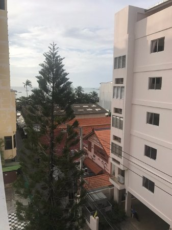 Sandy Spring Hotel: View from room 506