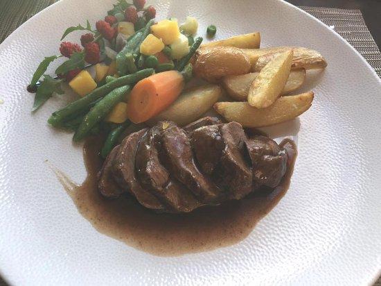 Hotel Spa du Beryl: selle d'agneau, pommes grenailles et petits legumes