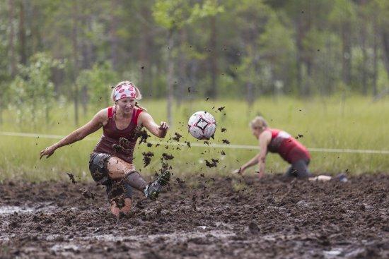 Hyrynsalmi, Suomi: Футбол на болоте