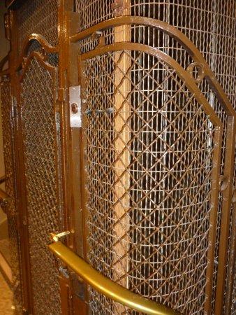 Hotel Saint Pierre: Der antike Aufzug