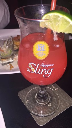 The Quincy Hotel by Far East Hospitality: Singapore Sling at the Quincy Hotel