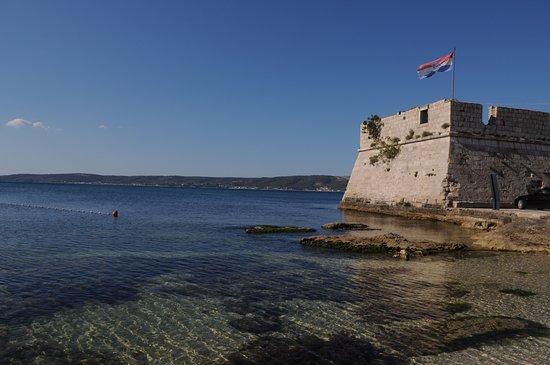 Kastel Stafilic, Croatia: 300 metrů vzdálené moře