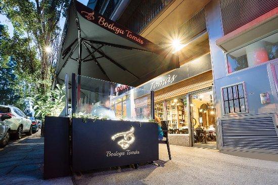 Bodega Tomas: nueva terraza! No tela pierdas ;)