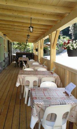 Seez, France: Espace restaurant extérieur
