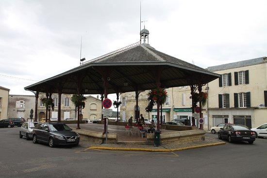 Bourg, Γαλλία: Tables sous la halle