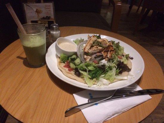 Element Fresh Restaurant : Chicken Salad with Avocado Smoothie