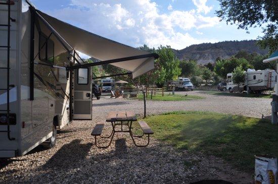 Cannonville, UT: Unser Campingplatz. Hinter dem Zaun befindet sich die Hauptstrasse