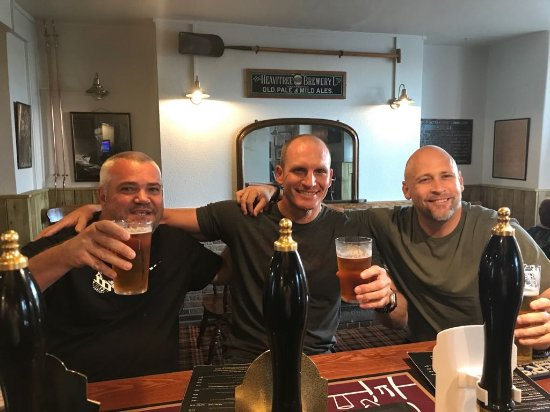 Starcross, UK: Enjoying a pint in the Atmo.