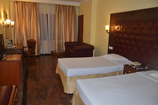 Hotel Ritz Plaza Photo