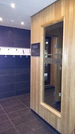 Tür zum Badezimmer - WC - Aufkleber, Fensteraussicht zur Straße ...