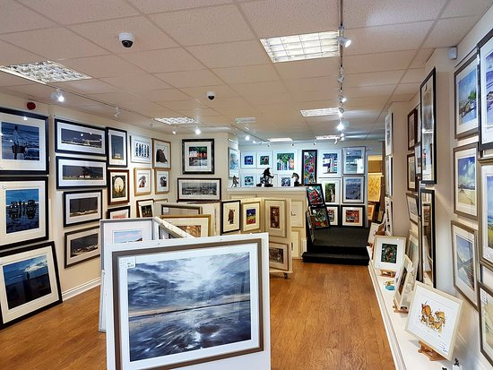 Saltcoats, UK: Arti Farti Art Gallery, interior
