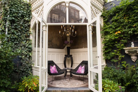 Canal House: The Summer House in the garden