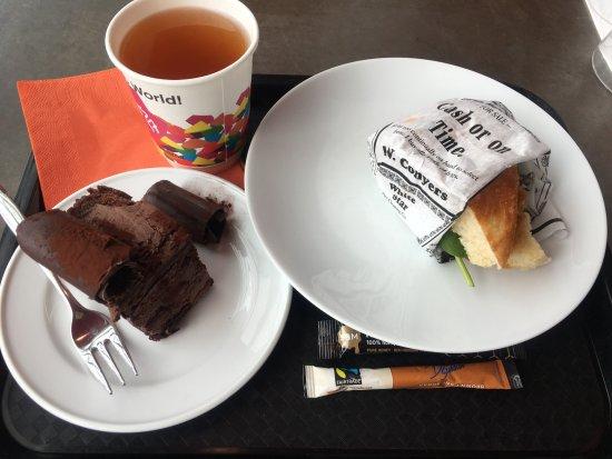 Cafe Kiasma : フォカッチャ小さめでした。