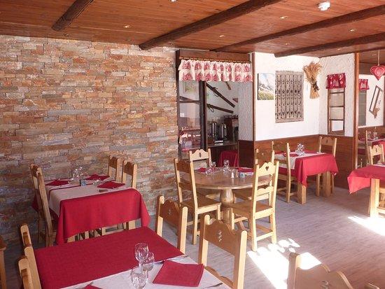 Champagny-en-Vanoise, France: La salle à manger de l'hôtel des Glières