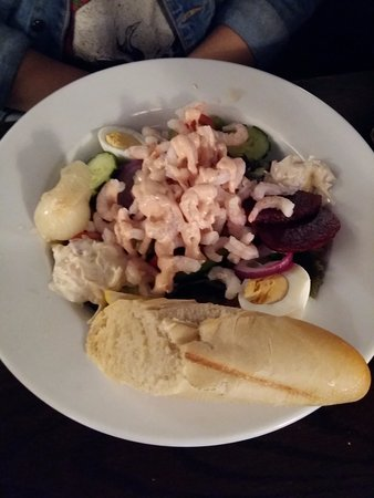 Ennerdale Bridge, UK: prawn marie salad