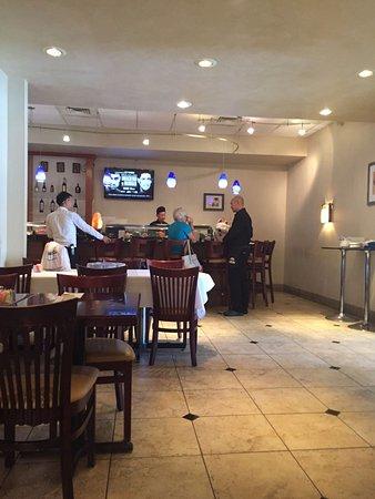 Cockeysville, MD: Action at the sushi bar.