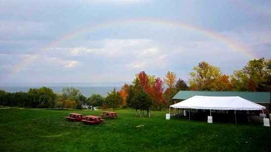 Ovid, NY: Guests are welcome to enjoy our vast property with a glass of wine on the deck or in the picnic