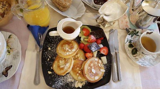 Ben View House: Pancakes met vers fruit