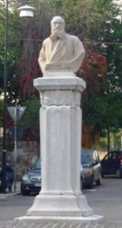 Monumento ad Armando Lucifero