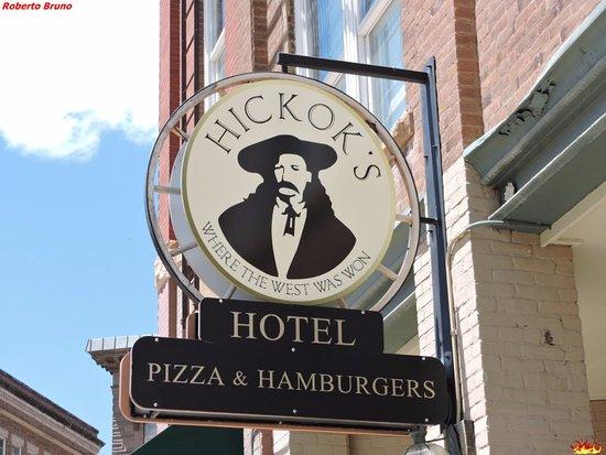 Hickok's Hotel & Suites: Ingresso