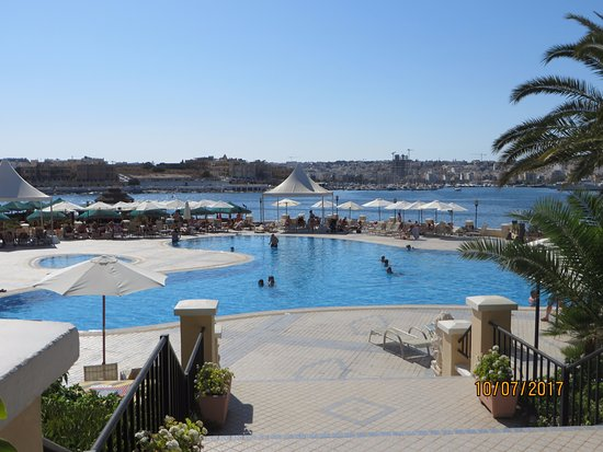 Excelsior Grand Hotel: lovely pool - didn't even dip my toe in it!