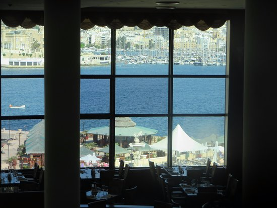 Excelsior Grand Hotel: view of the harbour from the dining area
