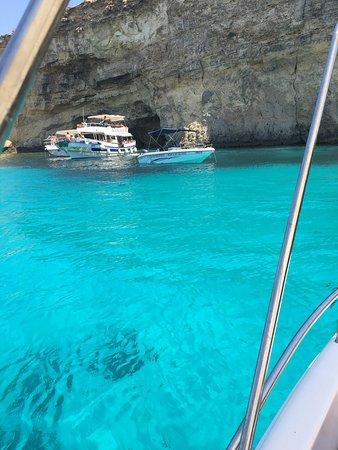 WaterWorld Malta: Grâce à la location du bateau, nous avons pu découvrir de magnifique lieu! À faire