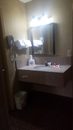 Days Inn by Wyndham Duluth/By Miller Hill Mall: Our room.