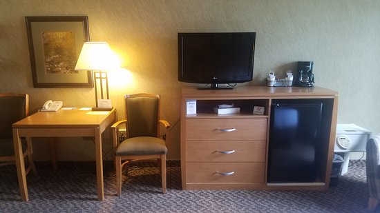 Days Inn Duluth/By Miller Hill Mall: Our room.
