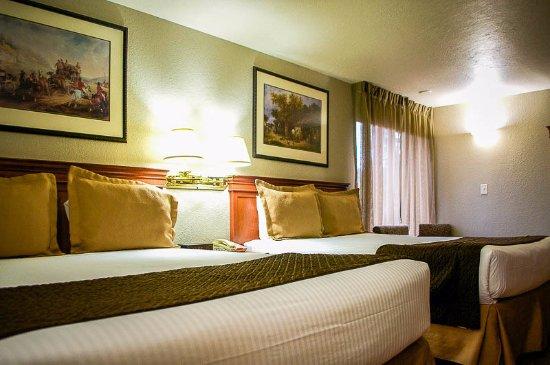 Stratford Inn: Two Queen Room