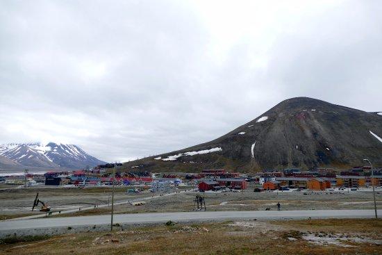 ลองเยียร์เบียน, นอร์เวย์: Vue sur Longyearbyen depuis l'église