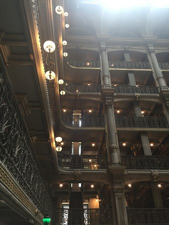 Peabody Library: Interior view