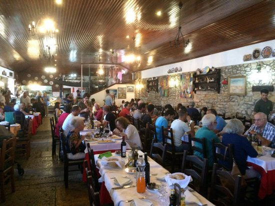 Azenhas do Mar, Portugal: Inside the restaurant.