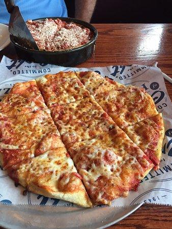 เวสต์โบโรห์, แมสซาชูเซตส์: my pizza in front hubbies in the back
