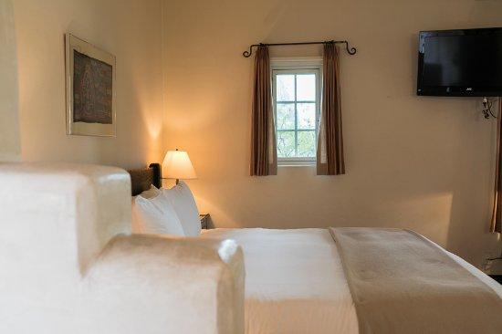 Los Poblanos Historic Inn & Organic Farm : Meem king room