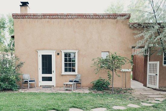 Los Poblanos Historic Inn & Organic Farm : Meem king room patio