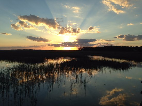 Darien Waterfront Inn: Sunset on the marsh in Darien
