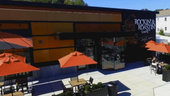 North Attleboro, MA: Rockin' & Roastin' Cafe