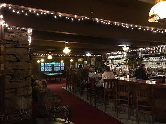 Fryemont Inn: Bar area