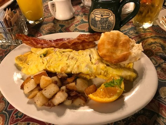 Fryemont Inn: Western Omelette with side of bacon
